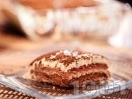 Лесна домашна бисквитена торта с бананов крем, ванилия и какао